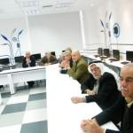 المركز الجماهيري يفتتح دورة حاسوب وإنترنت لكبار السن بالمدينة