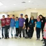 طلاب فرقة القيادة الشابة يقومون بأعمال تطوع ودهان بالمركز الجماهيري
