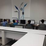 الجماهيري يفتح قاعة مركز المعرفة المحوسبة أمام طلاب النادي العائلي