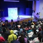 """وسط حضور المئات الجماهيري يعرض مسرحية """"فرداً فرداً"""""""